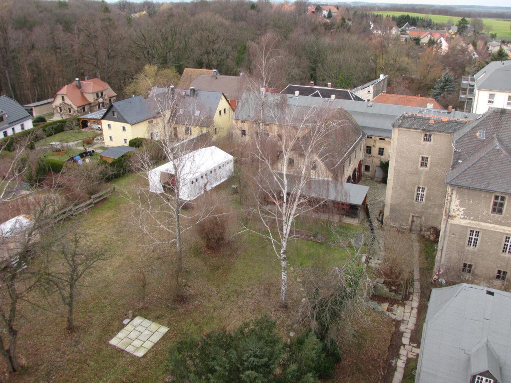 Vogelflugperspektive auf den Garten der Schwesternhäuser